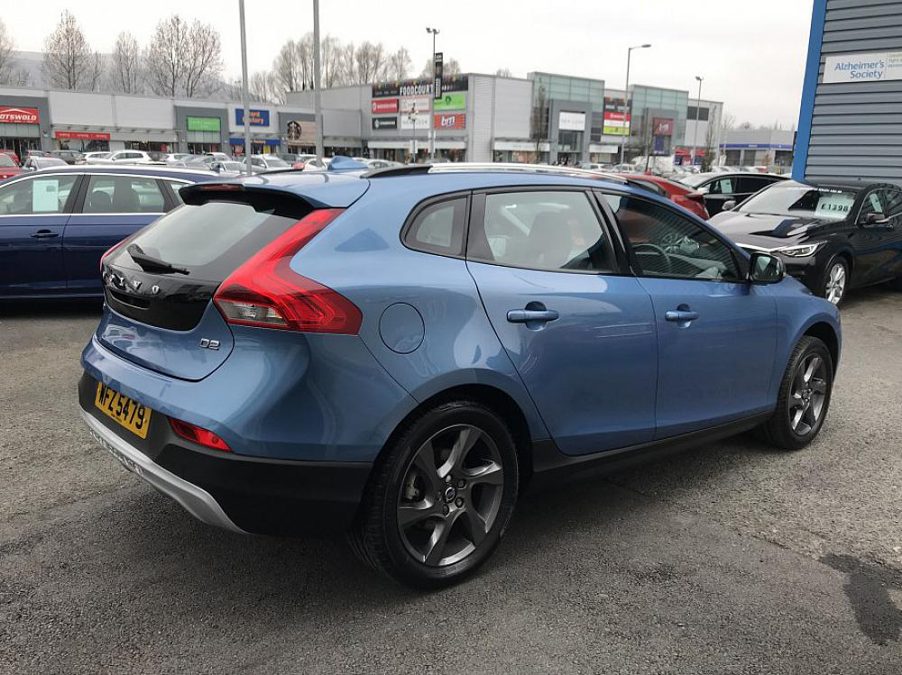 VOLVO V40 CROSS COUNTRY LUX D2 AUTOMATIC for sale at ...
